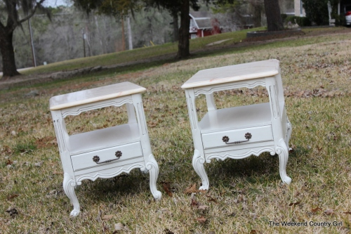 paiar of night stands