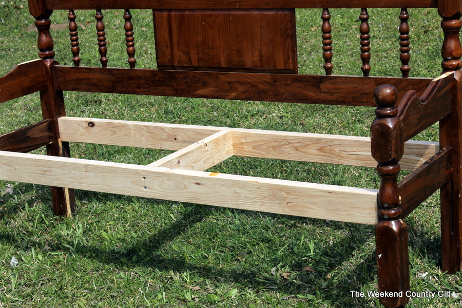 Turning a headboard into a bench the weekend country girl - Muebles restaurados vintage ...